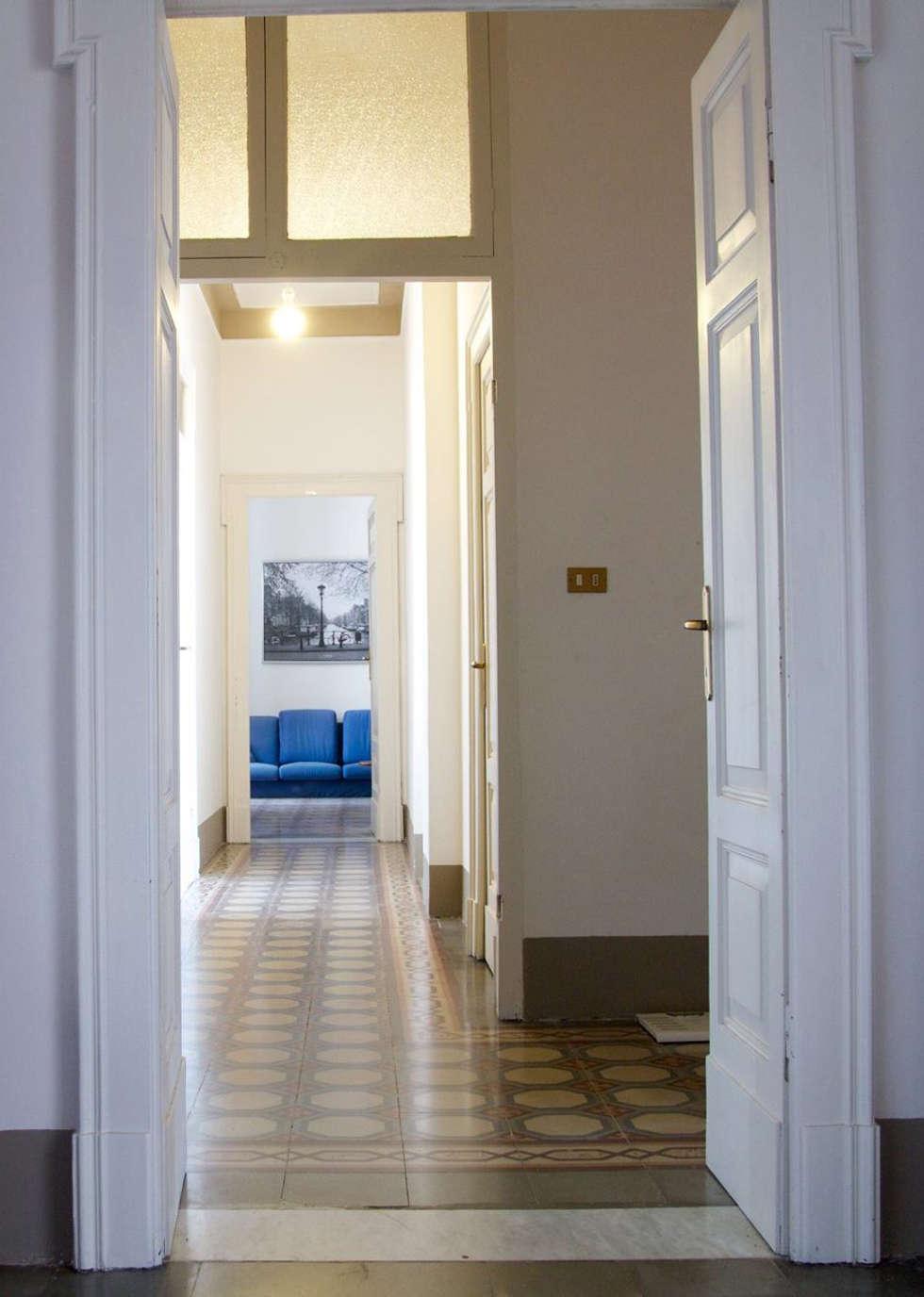 Corridoio centrale:  in stile  di Studio tecnico associato 'Il Progetto'
