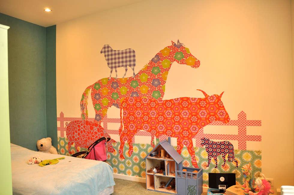 Chambre enfant:  de style  par Éloïse Déco