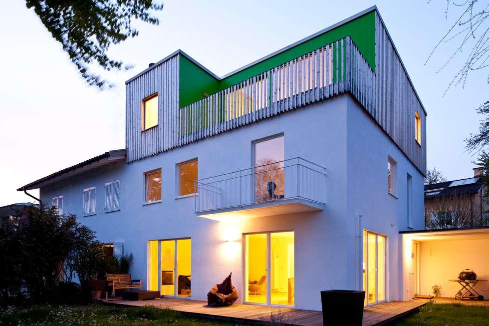 Wohnhaus in Witikon: moderne Häuser von hausbuben architekten gmbh