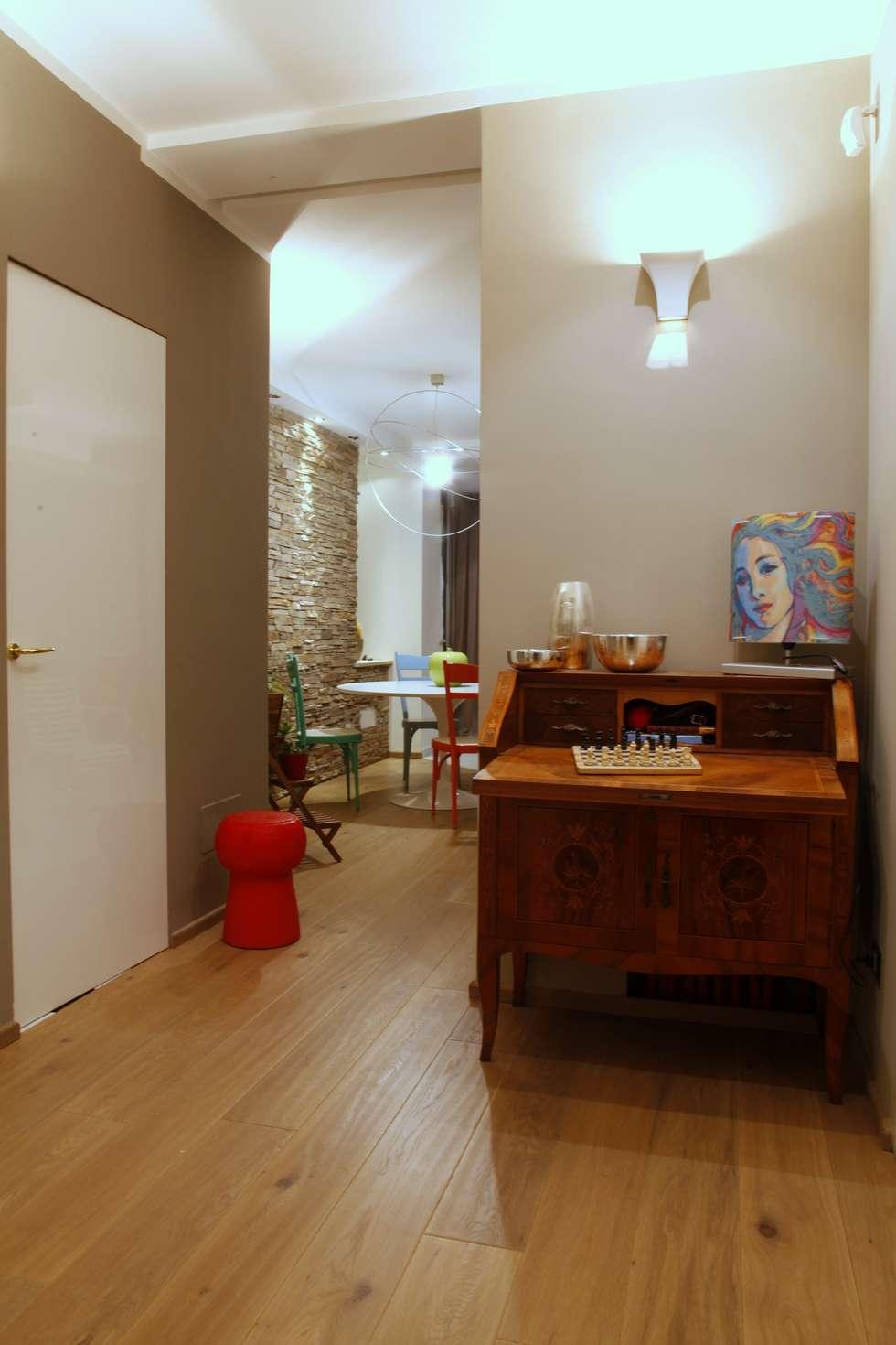 zona disimpegno: Case in stile in stile Moderno di Architetto Monica Becchio