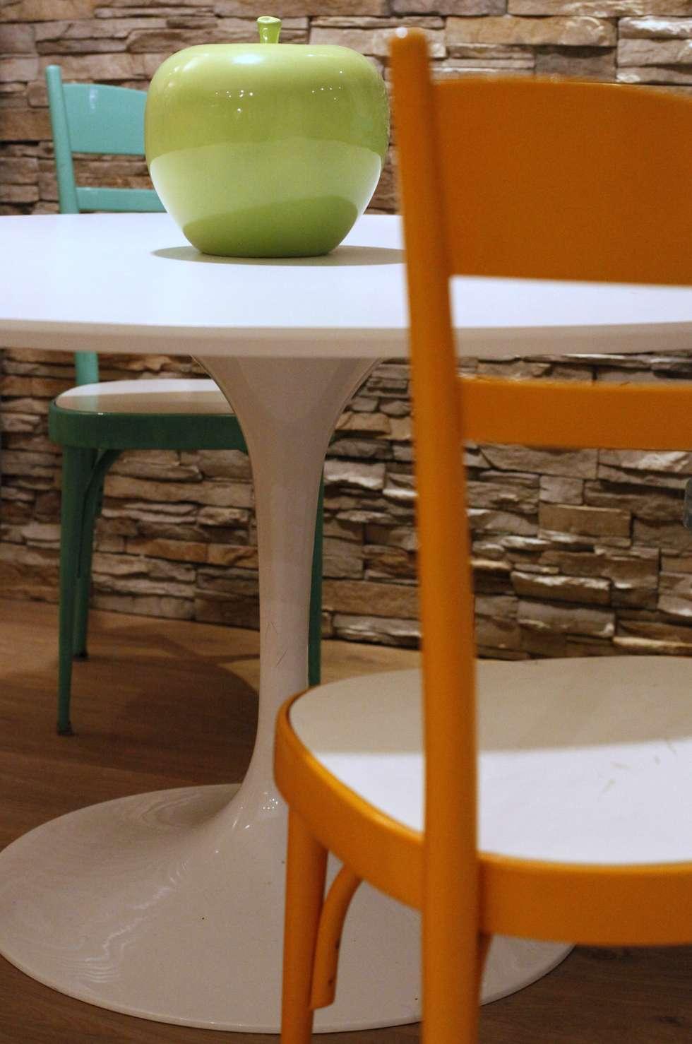 dettaglio tavolo: Case in stile in stile Moderno di Architetto Monica Becchio