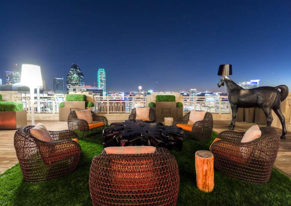 Boxwood aplicado en una terraza : Terrazas de estilo  por Ranka Follaje Sintético