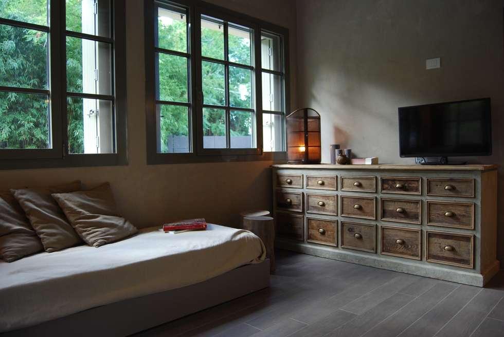Projekty,  Sypialnia zaprojektowane przez Architetto Silvia Giacobazzi