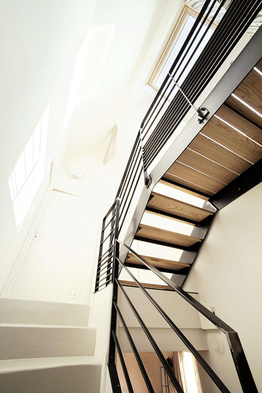 Escalier sur mesure: Salon de style de style Moderne par CL Intérieurs