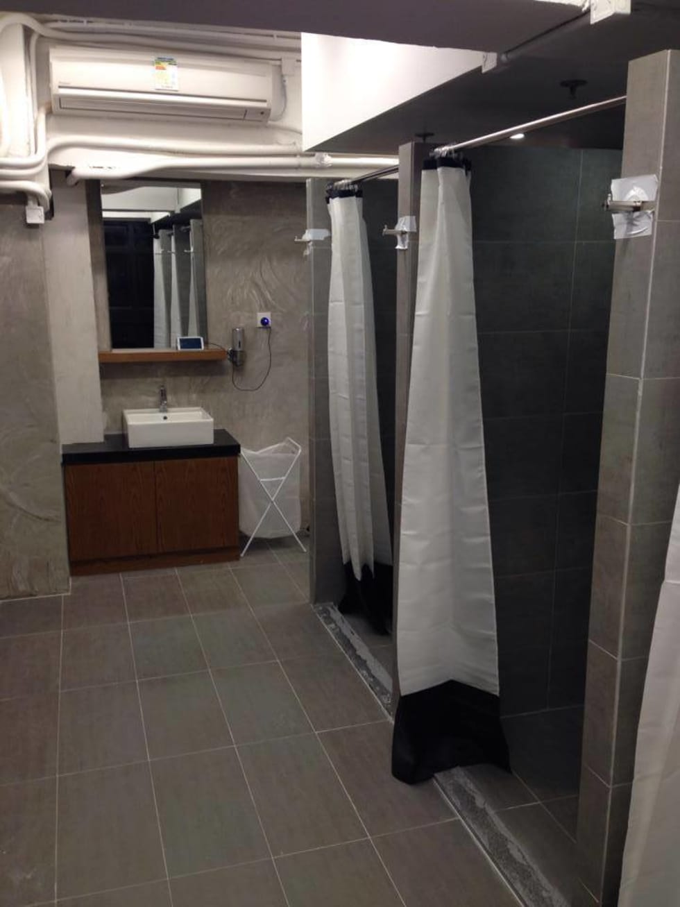 Shower / Changing rooms: modern Gym by Oui3 International Limited