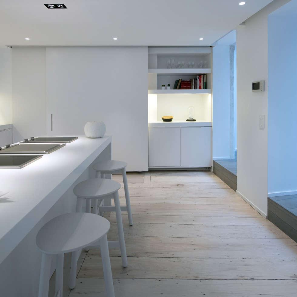 cocinas de estilo moderno de mayelle architecture int rieur design homify. Black Bedroom Furniture Sets. Home Design Ideas