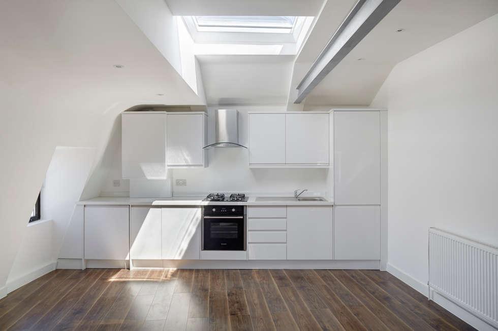 Cocinas de estilo moderno de REIS LONDON LTD