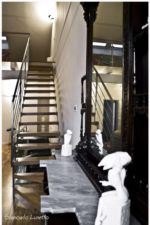 Zona living, scala soppalco: Soggiorno in stile in stile Moderno di Ignazio Buscio Architetto