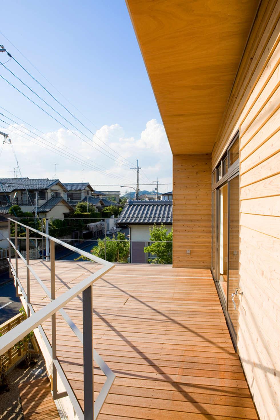 2階テラス: 松下建築設計 一級建築士事務所/Matsushita Architectsが手掛けたベランダです。