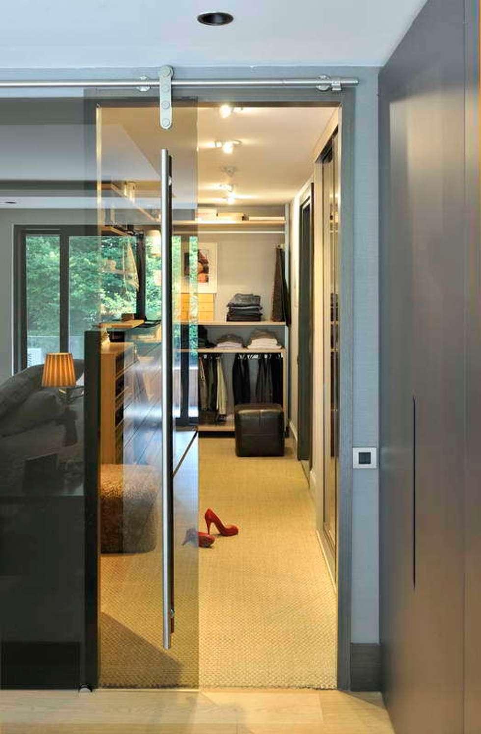 Esra Kazmirci Mimarlik: modern tarz Giyinme Odası