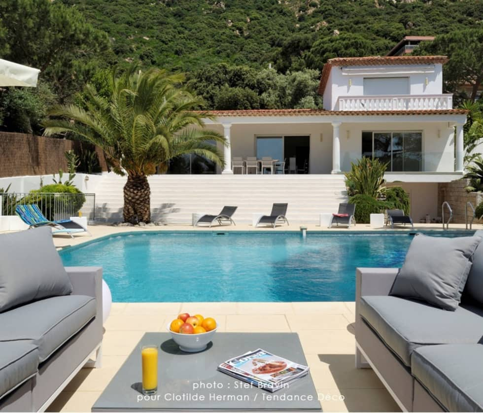 Autour de la piscine : Piscines  de style  par TENDANCE DECO