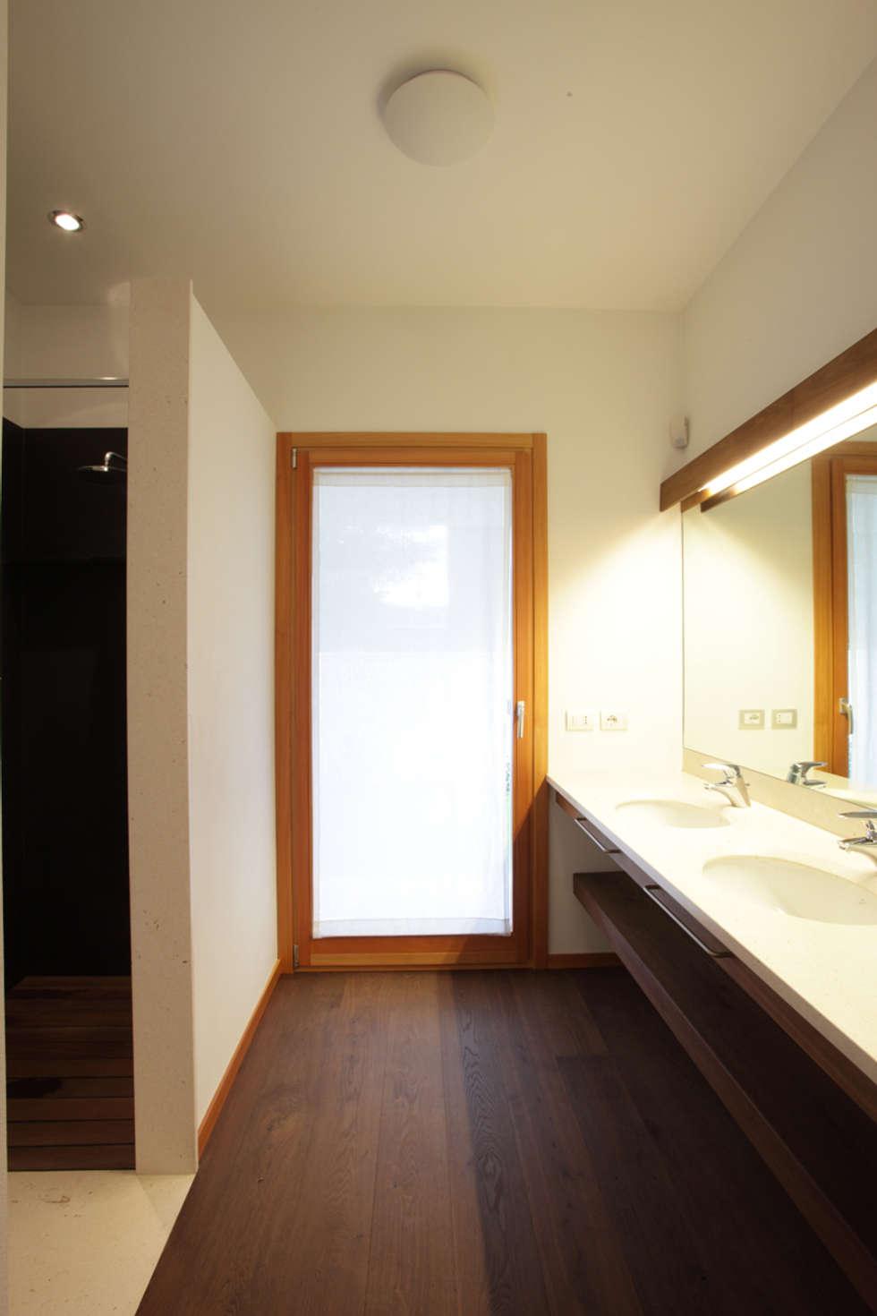 Casa Dsas: Case in stile in stile Moderno di Alessandro Verona Studio