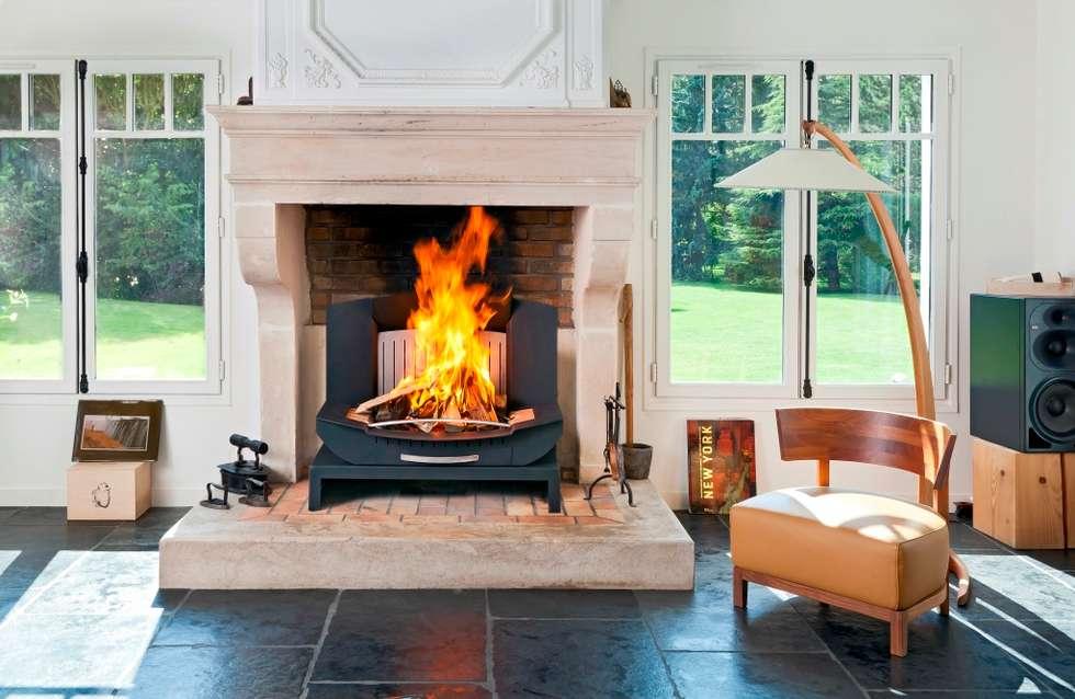 Dans une superbe maison: Salon de style de style Classique par Finoptim