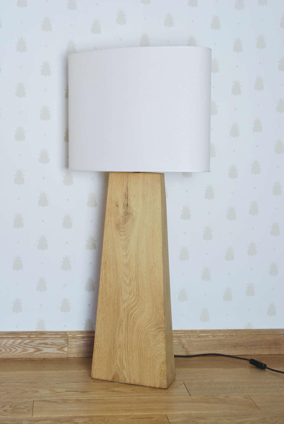 """Lampe TOTEM"""": Couloir et hall d'entrée de style  par Studio OPEN DESIGN"""
