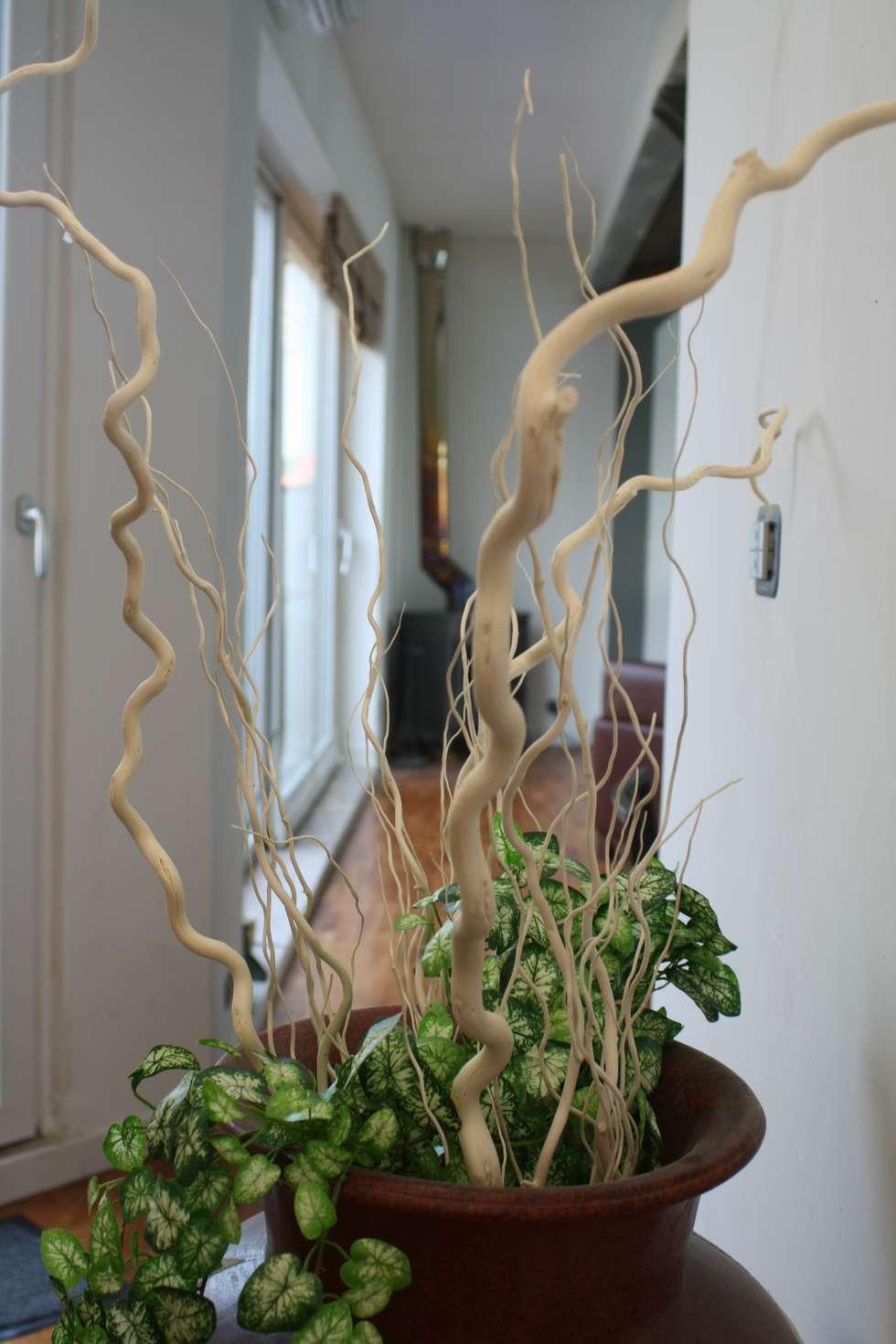 il soggiorno: Case in stile in stile Eclettico di Studio Archifor