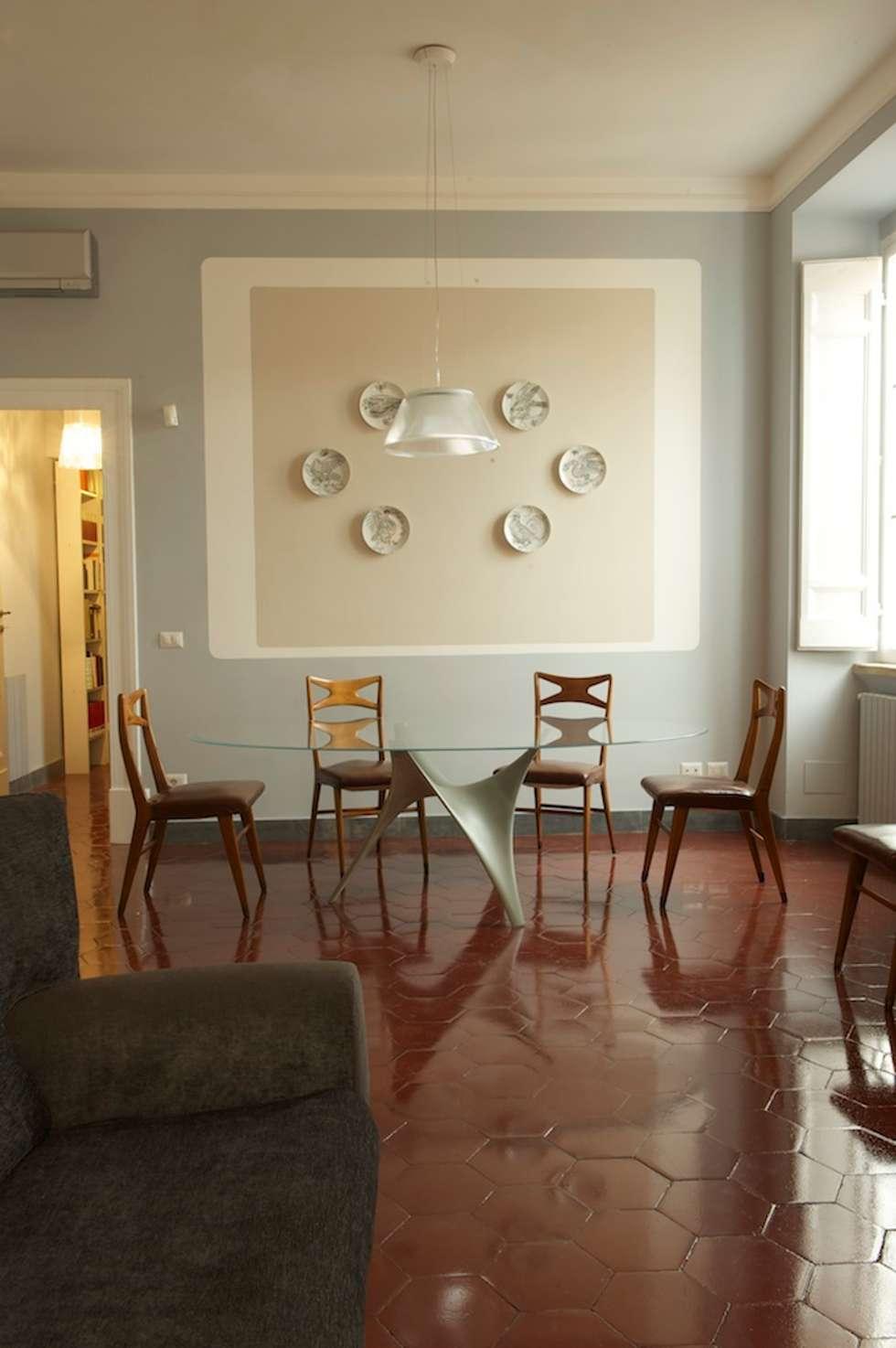 Soggiorno pranzo: Sala da pranzo in stile in stile Moderno di Quid divinum design