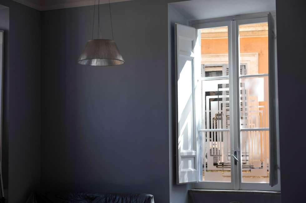 Pellicola sagomata sulle finestre: Soggiorno in stile in stile Moderno di Quid divinum design
