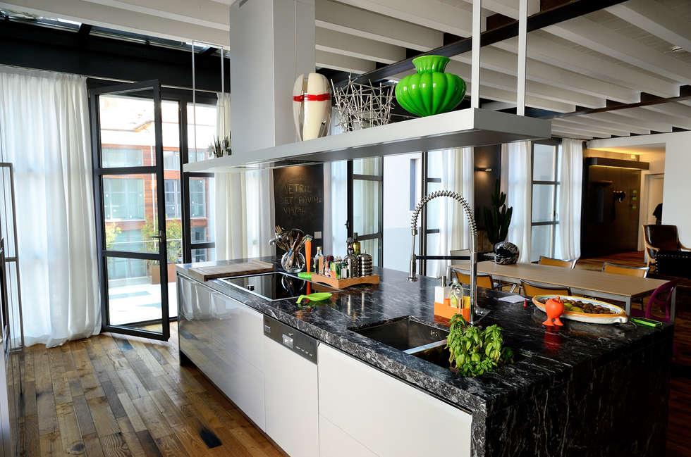 Cocinas de estilo moderno por Massimo Adiansi Architetto