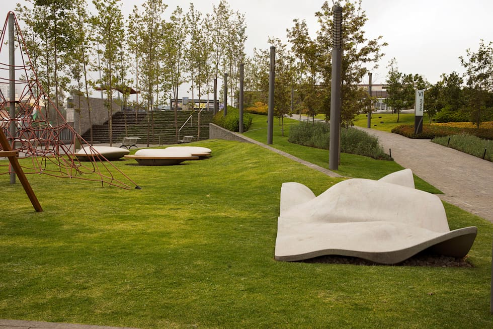 Parque Vidalta: Jardines de estilo moderno por Serrano Monjaraz Arquitectos