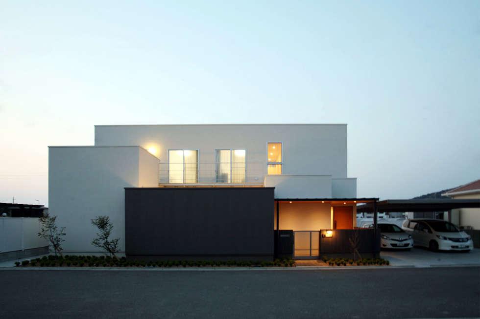 正面: 株式会社 U建築研究所が手掛けた家です。