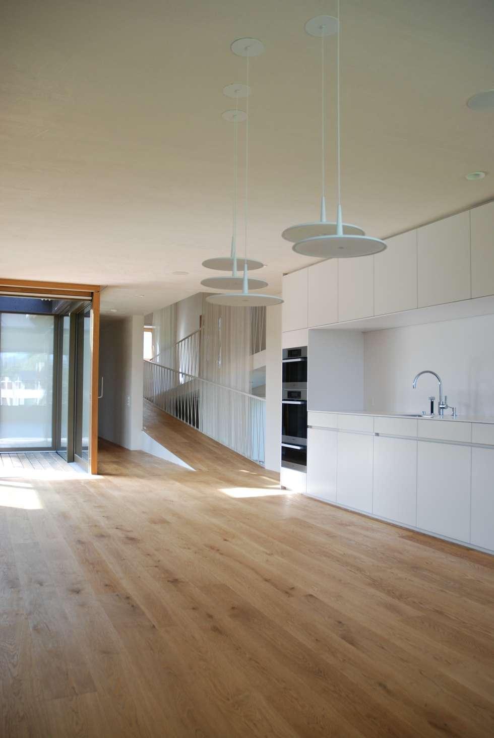 Moderne Wohnzimmer Bilder: Wohnen Essen Küche Veranda  homify