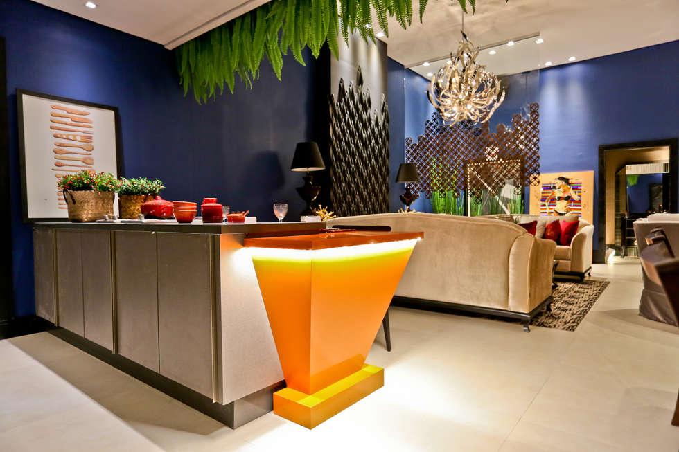 Salas de estar ecléticas por Daniela Vieira Arquitetura