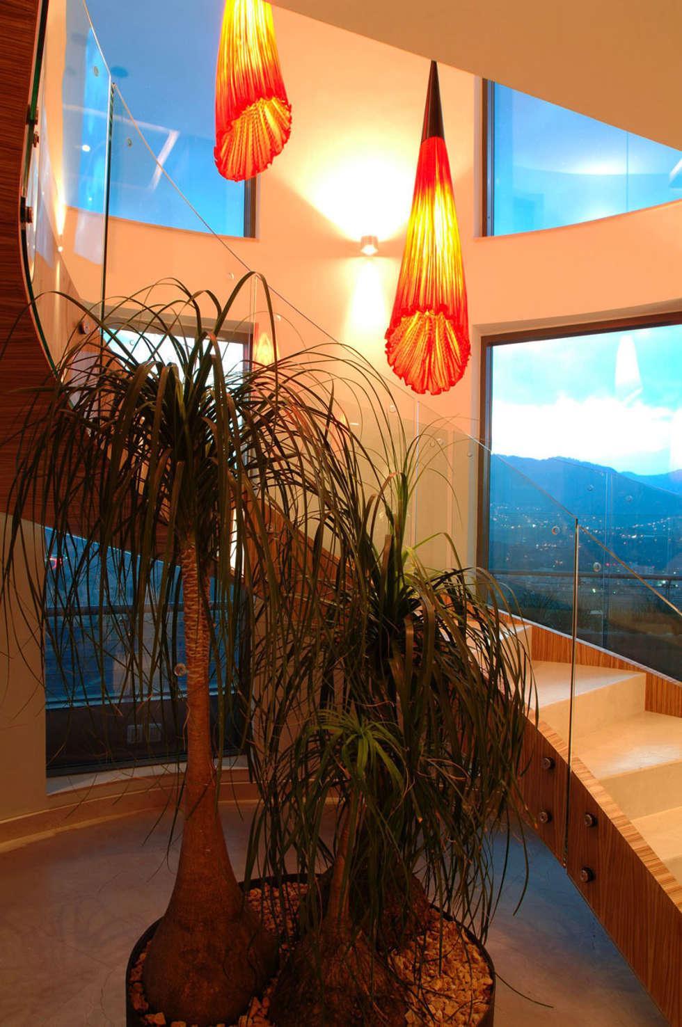 PH A Las Nubes: Pasillos y recibidores de estilo  por ARCO Arquitectura Contemporánea