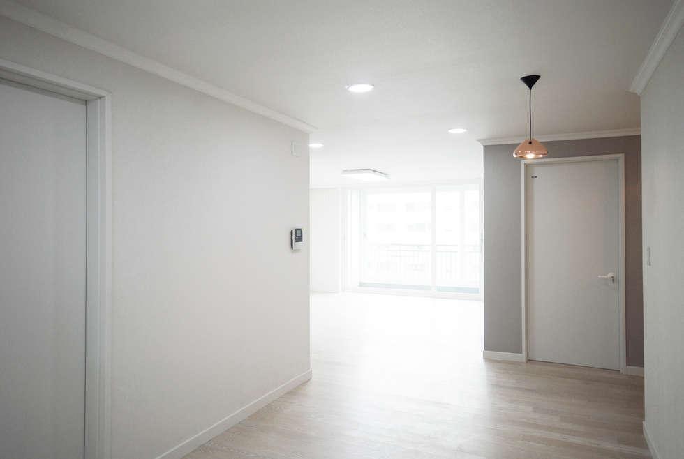 D Apartment (106sqm.): By Seog Be Seog | 바이석비석의  다이닝 룸