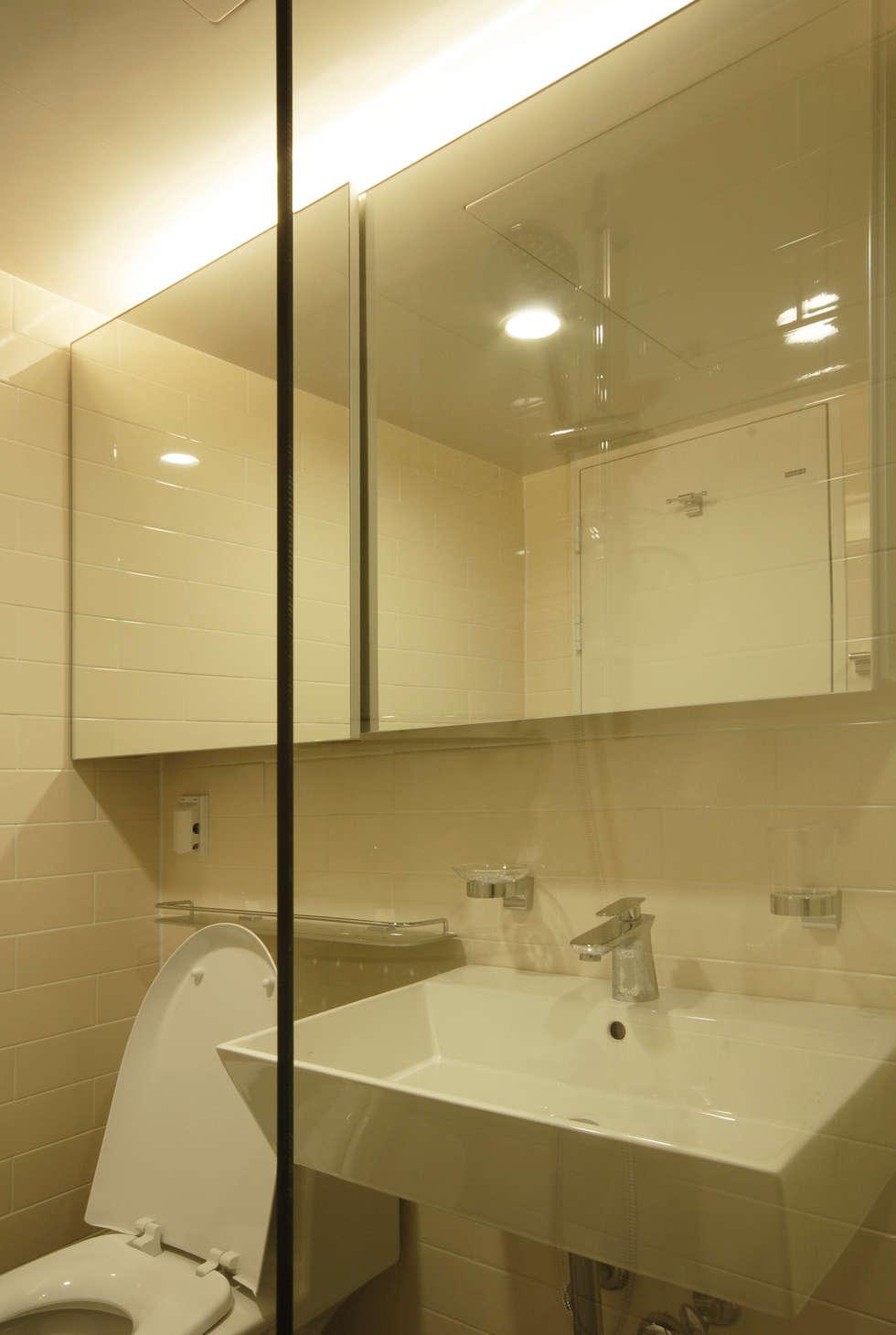 D Apartment (106sqm.): By Seog Be Seog | 바이석비석의  화장실