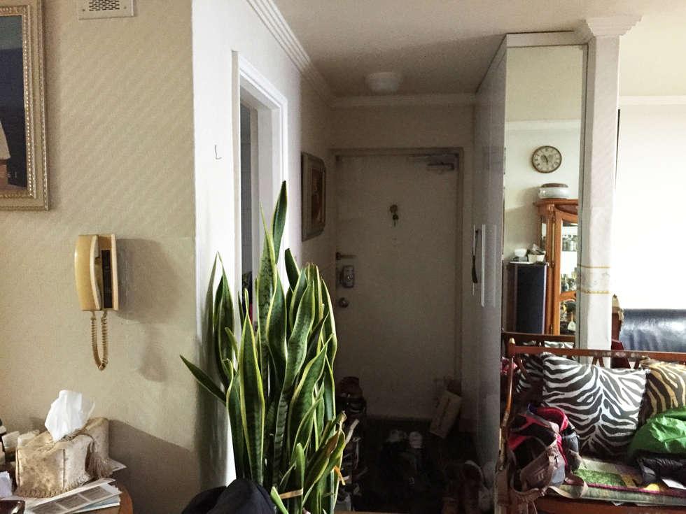 D Apartment (106sqm.): By Seog Be Seog   바이석비석의  복도 & 현관