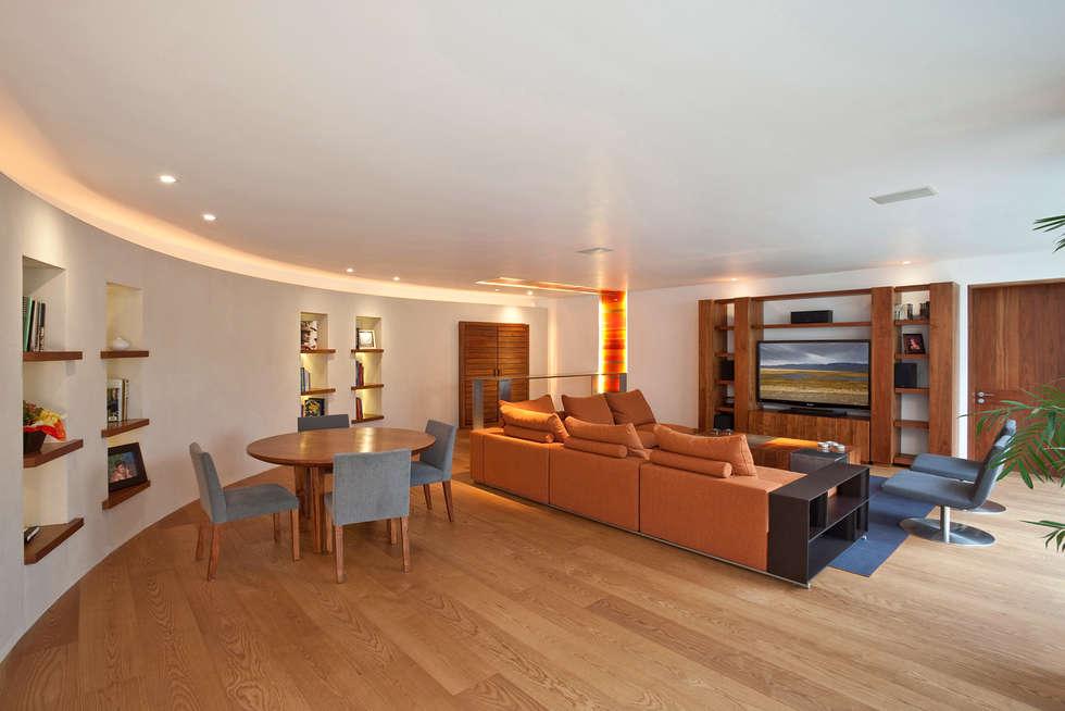 Casa HRE24: Casas de estilo  por Lopez Duplan Arquitectos