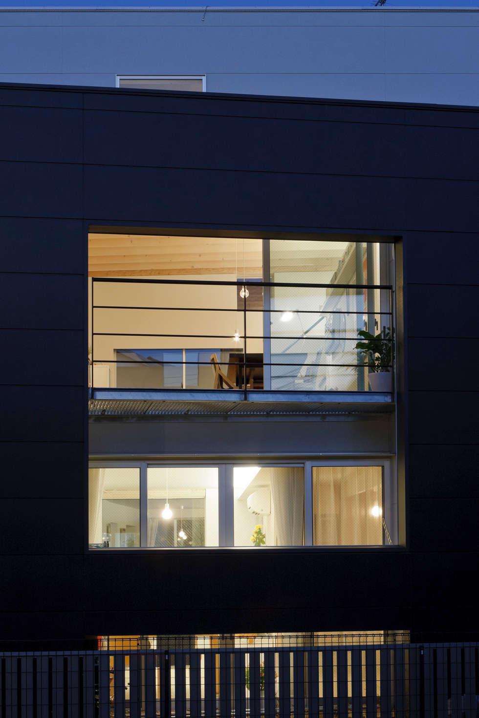 南側開口: 津野建築設計室/troomが手掛けた窓です。