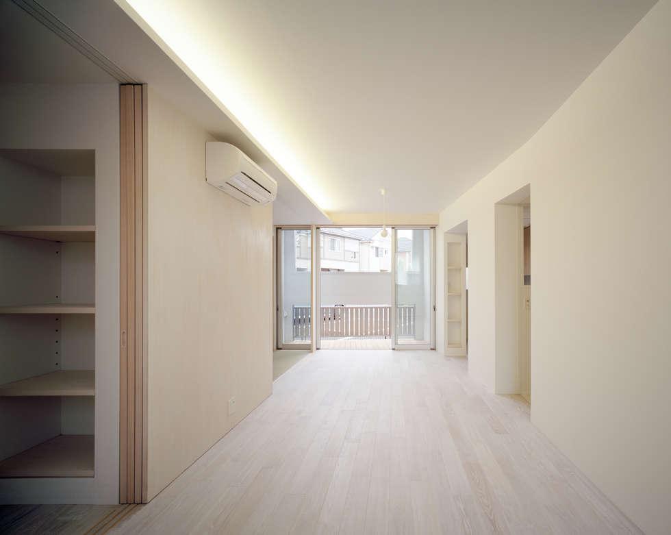 一階リビングダイニング: 津野建築設計室/troomが手掛けたリビングです。