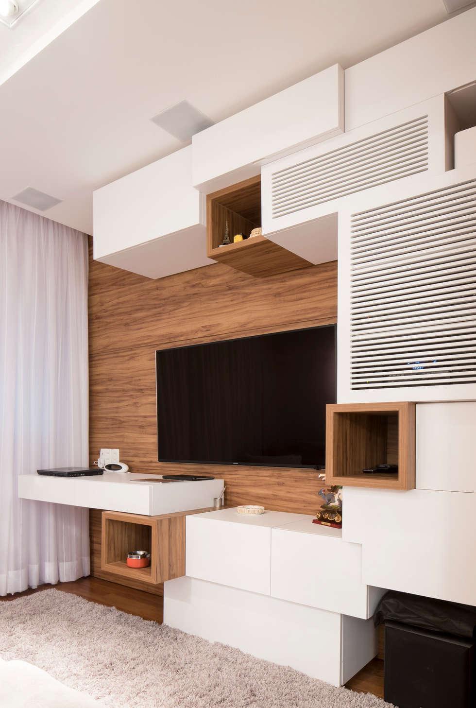 Home theater: Salas de estar ecléticas por ArkDek