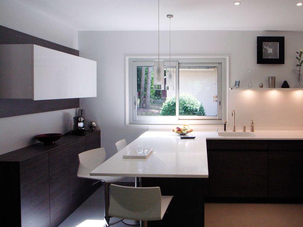 Maison à Saint Vaury: Cuisine de style de style Moderne par Jean-Paul Magy architecte d'intérieur