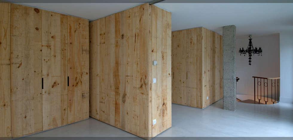 Atico en Avenida..: Salones de estilo industrial de Estudio TYL