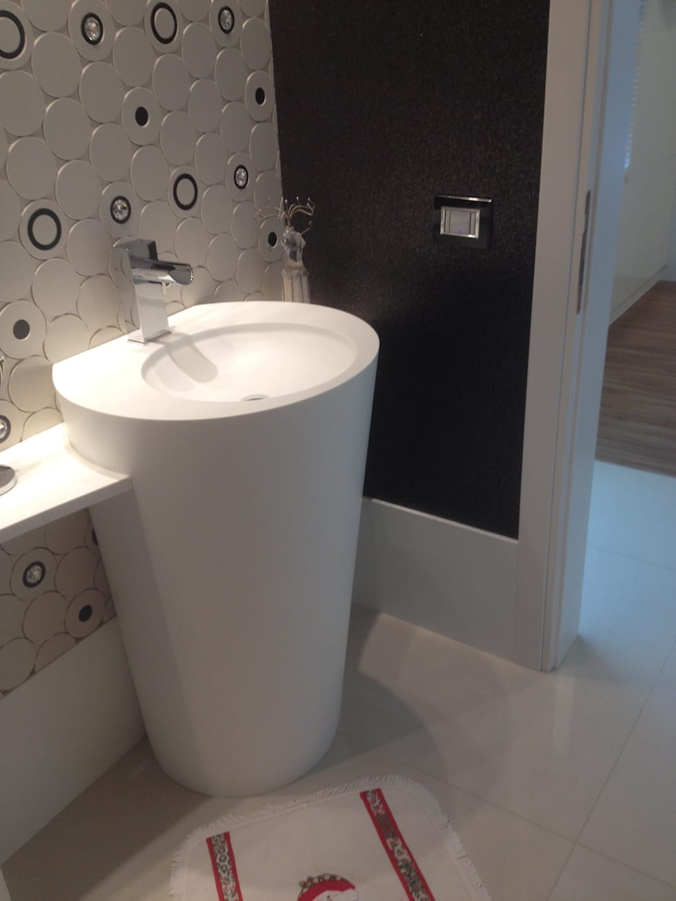 Lavabo: Banheiros modernos por Juliana Marodin