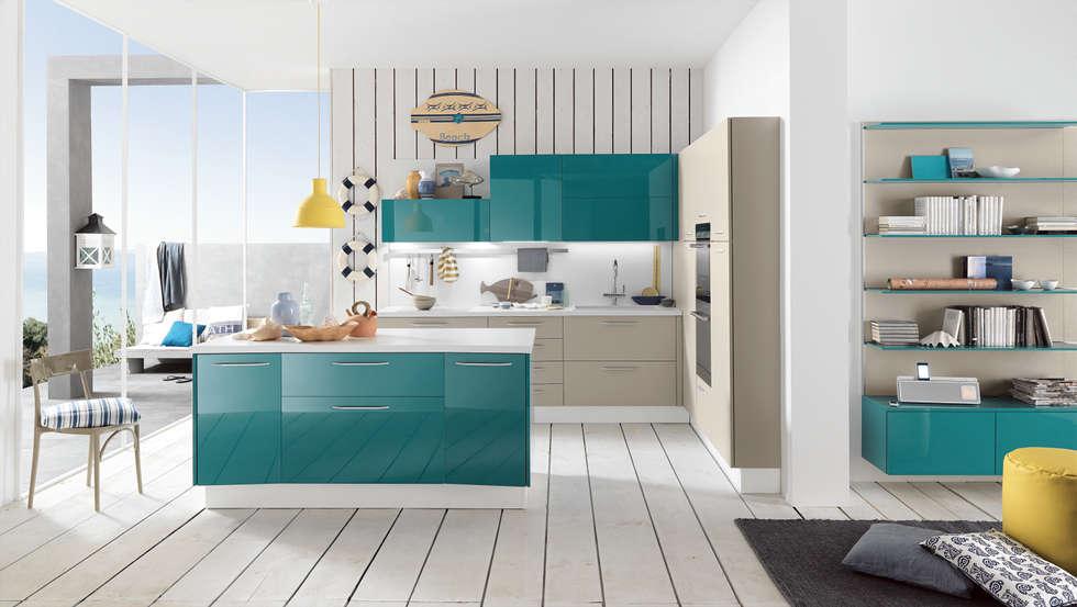 Alicante - Mini & Functionality: Cucina in stile in stile Moderno di Matteo Beraldi Design Office