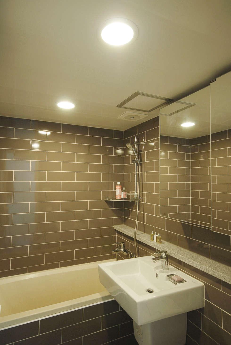 C Apartment (63sqm.): By Seog Be Seog   바이석비석의  화장실