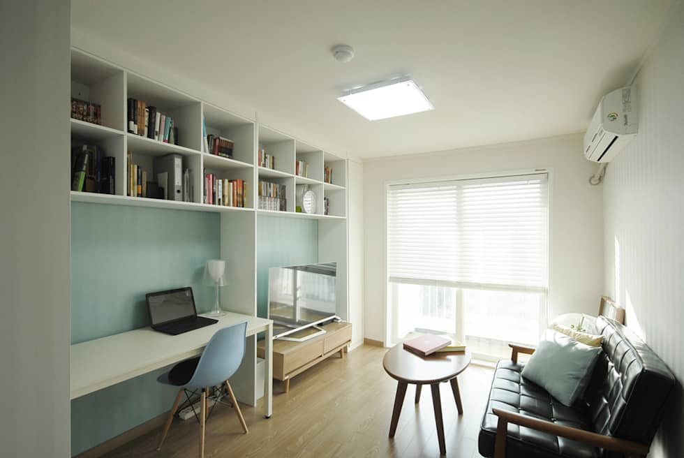 C Apartment (63sqm.): By Seog Be Seog | 바이석비석의  거실