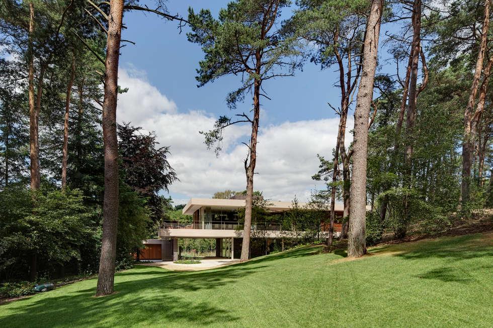 Achterzijde duinvilla: moderne Huizen door HILBERINKBOSCH architecten