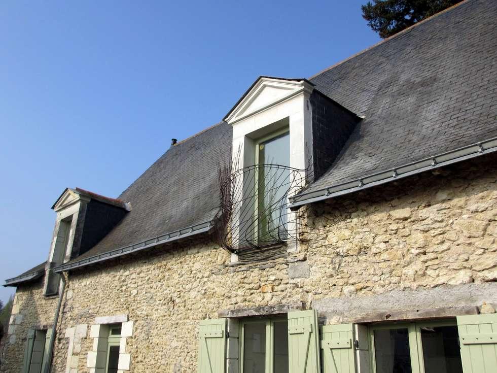 Jalousie sur une Façade: Terrasse de style  par Artiste Sculpteur, Designer et Artisan d'Art