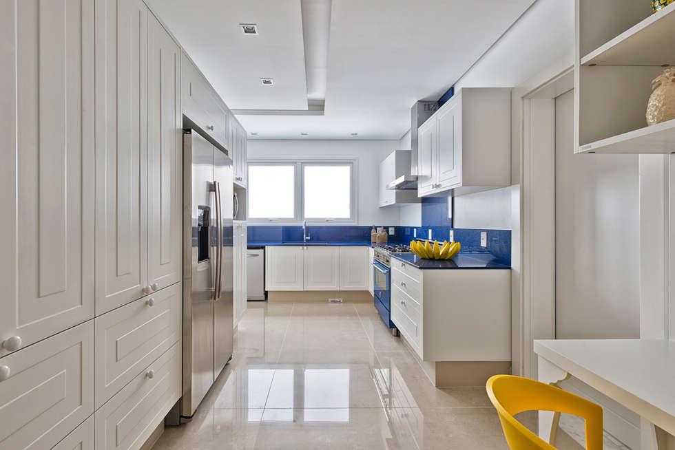 Cocinas de estilo clásico por Samara Barbosa Arquitetura