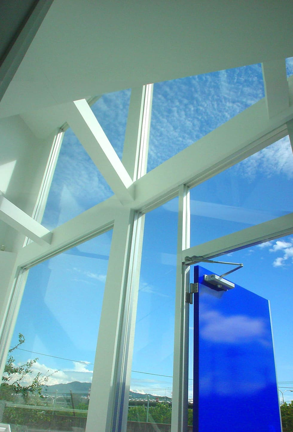 広島 M邸: ヴィジュアルスペールデザインが手掛けた窓です。