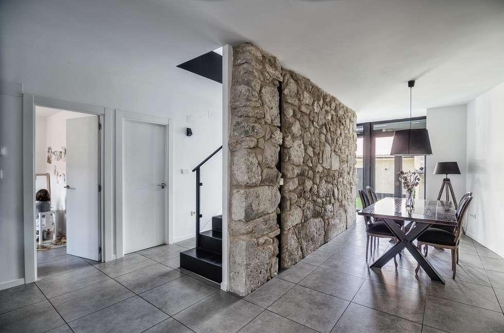 Vivienda unifamiliar en Wamba (Valladolid): Comedor de estilo  de ADDEC arquitectos