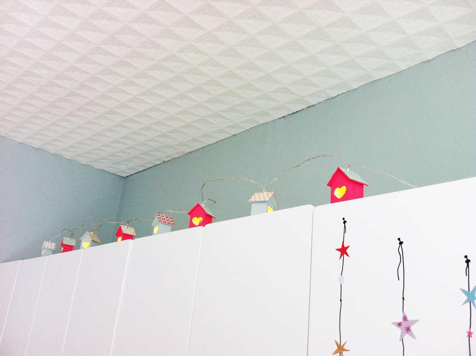 Veilleuse maisons: Chambre d'enfant de style  par Judith Wolff Architecte d'intérieur