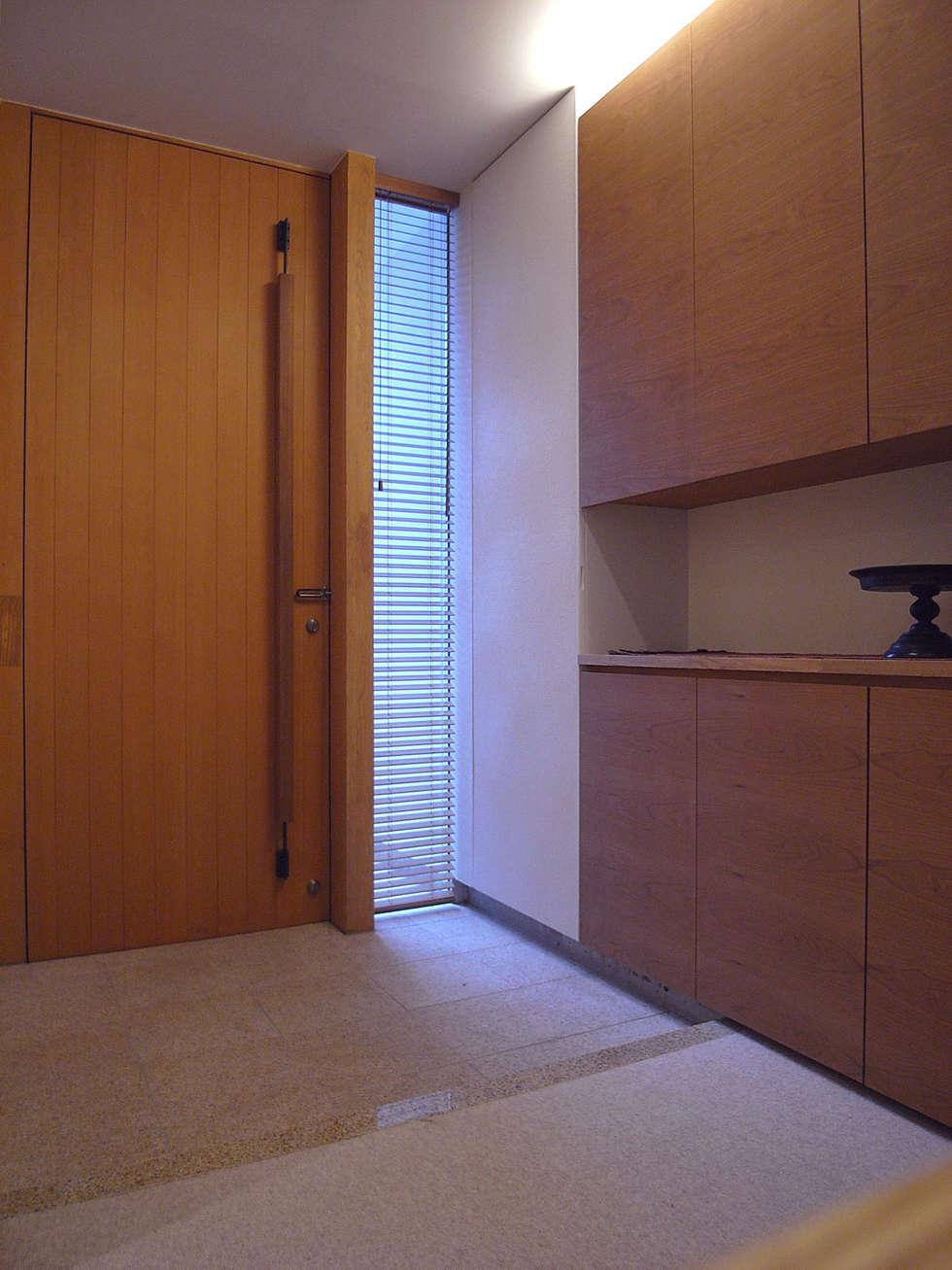 ENT HALL: スタジオ・アーキファームが手掛けた家です。