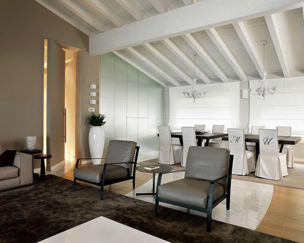 Living soggiorno in stile in stile moderno di studio d for Soggiorno stile moderno