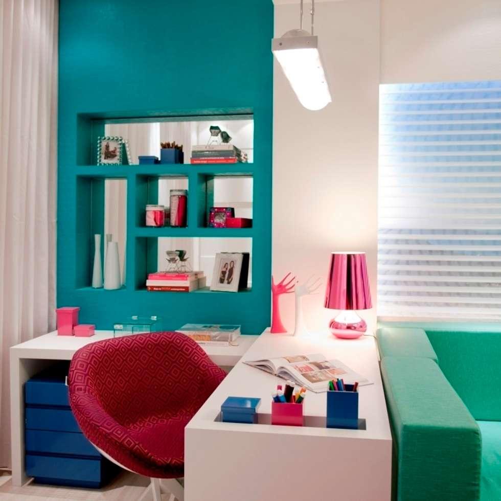 Salas multimédia modernas por Cristine V. Angelo Boing e Fernanda Carlin da Silva