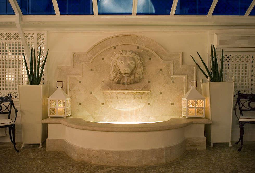 Fontana: Giardino d'inverno in stile in stile Classico di Studio di Architettura Alberto Ambrosini